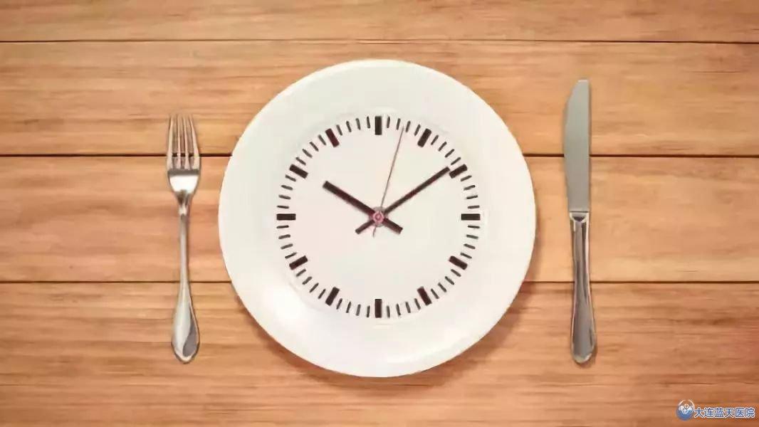 睡前尽量别进食